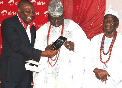 (L-r): Barr. Wole Ogunsuyi, Commissioner, Judicial Service Commission, Ondo State; Segun Macaulay, Regional Operations Director, West, Airtel Networks and Engr. Gboye Adegbenro, Commissioner for Works, Ondo State, when Airtel hosted its High Networth customers in Ondo State and environs in Akure, Ondo State.