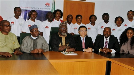 Adebayo Shittu, minister of Communication (m) flanked on his left Pan Haiyang, director, Public Relations Huawei Technologies Company Nigeria Limited; Olanrewaju Odekunle, deputy managing director, Huawei Technologies Company Nigeria Limited and the 10 successful participants during the inauguration of the ICT for Change program in Abuja, recently.